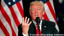ARCHIV - US-Präsident Donald Trump spricht am 29.11.2017 in St. Charles (USA) zur geplanten Steuerreform der Republikaner. Vieles spricht dafür, dass es 2018 mehr Trump geben wird. (zu dpa Trumps 2018: Rohes neues Jahr? vom 01.01.2018) Foto: Jeff Roberson/AP/dpa +++(c) dpa - Bildfunk+++