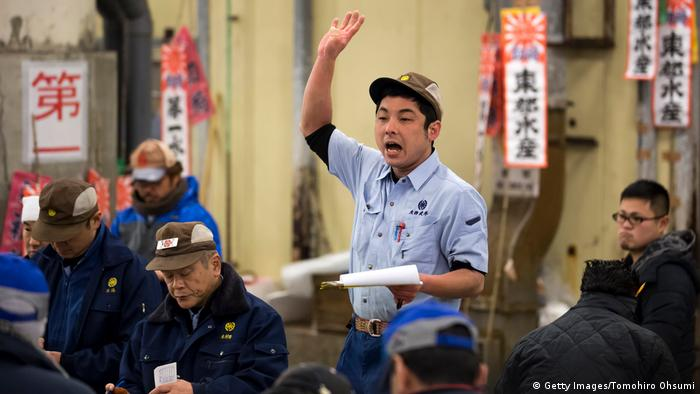 An auctioneer raises his hand during a fish action at Tsukiji fish market in Tokyo. (Getty Images/Tomohiro Ohsumi)
