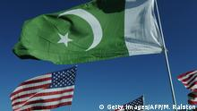 Flagge Pakistan und USA (Getty Images/AFP/M. Ralston)