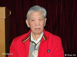 Der 81-jährige Zhang Sizhi gilt unter chinesischen Juristen als das Gewissen der Anwälte und hat seit Anfang der 80er Jahre zahlreiche von den chinesischen Behörden angeklagte Regimekritiker verteidigt. Aufgenommen von Xiao Xu am 18.01.2009.