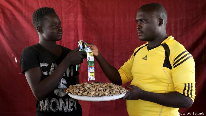 Nigeria Tauschhandel in Flüchtlingslager für Binnenflüchtlinge in Maiduguri (Reuters/A. Sotunde)