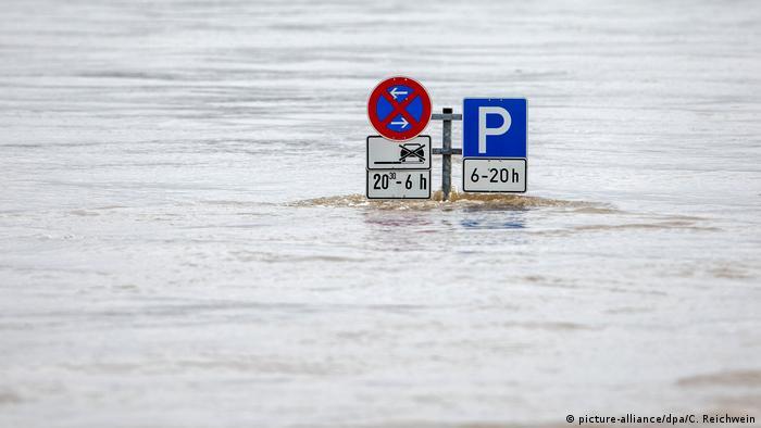 Hochwasser am Rhein - Duisburg