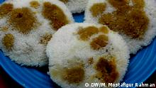 16.11.2006 Display of Pitha cakes. It is made of rice, pulse, milk and flour and mixed up with sugar and spices and fried in oil (Dhaka, Bangladesh)