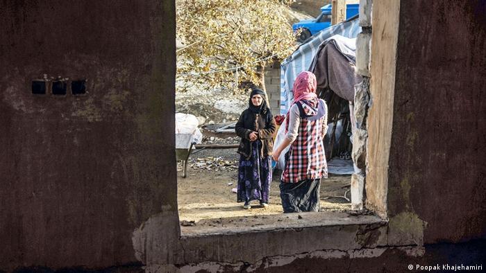حدود دو ماه پس از زلزله ۳ /۷ ریشتری کرمانشاه هنوز تغییر چندانی در روند زندگی اهالی این منطقه حاصل نشده است