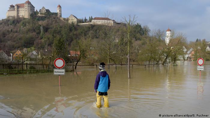 Flooding in Wörnitz (picture-alliance/dpa/S. Puchner)