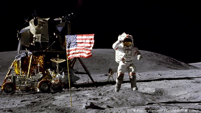 USA John Young (1972) (picture-alliance/AP Photo/NASA/C. M. Duke Jr.)