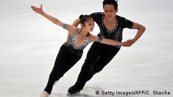 Os patinadores artísticos Ryom Tae-ok e Kim Ju-ik