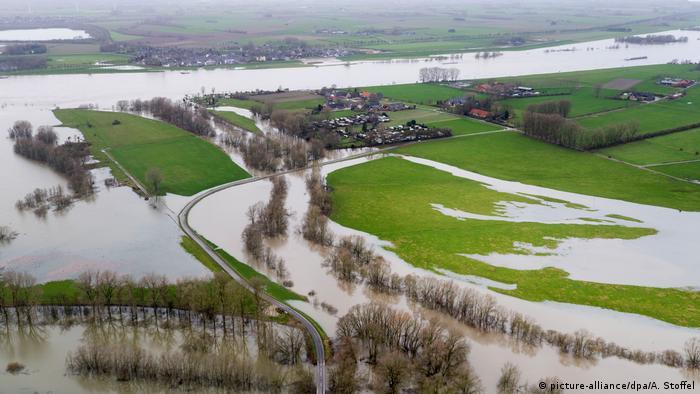 Deutschland Hochwasser am Rhein