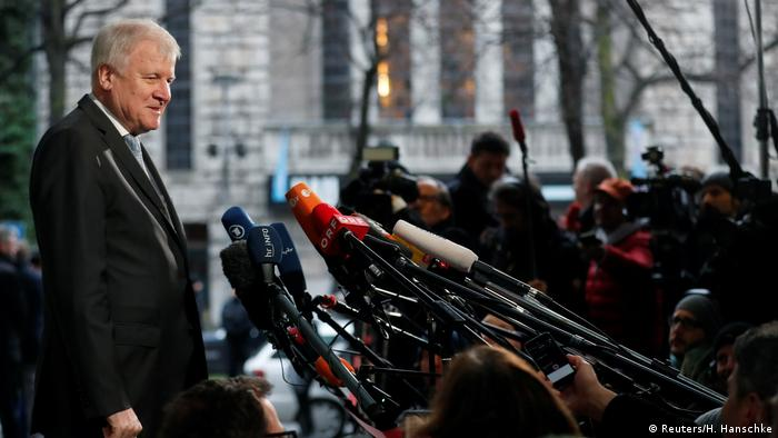 Deutschland Sondierungsgespräche in Berlin Seehofer