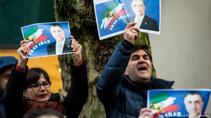 Deutschland - Demonstration in Hamburg gegen das iranische Regierungssystem (picture-alliance /dpa/A. Heimken)