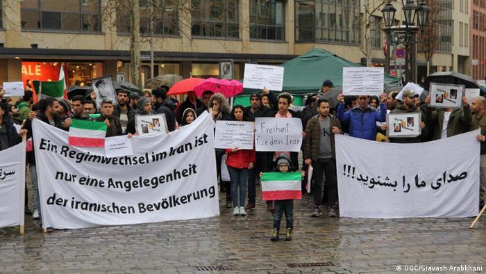 Deutschland Nürnberg - im Ausland sesshafte Iraner solidarisieren sich mit Protesten in ihrer Heimat (DW/Shahram)