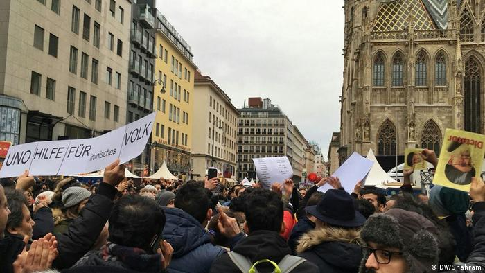 Deutschland Köln - im Ausland sesshafte Iraner solidarisieren sich mit Protesten in ihrer Heimat (DW/Shahram)