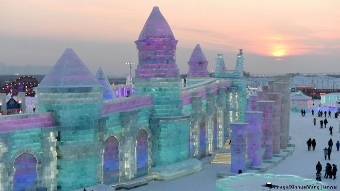 China | Eisfestival in Harbin (imago/Xinhua/Wang Jianwei)