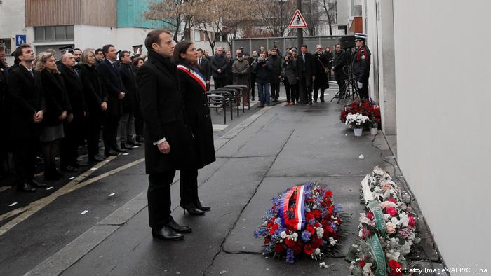 Frankreich | Gedenken an die Opfer von Charlie Hebdo | Präsident Macron mit Pariser Bürgermeisterin Anne Hildago