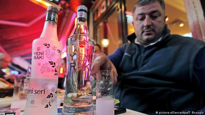 Türkei Umstrittenes Alkoholgesetz tritt in Kraft