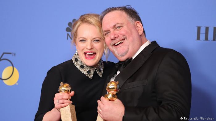 Elisabeth Moss and Bruce Miller at the Golden Globes 2018 (Reuters/L. Nicholson)