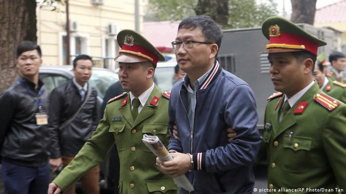 Trinh Xuan Thanh being led into court by Vietnamese police