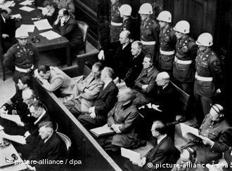 Απαγγελία κατηγορητηρίου: στο εδώλιο μεταξύ άλλων ο Χέρμαν Γκέρινγκ, ο Ρούντολφ Χες, Γιόαχιμ φον Ρίμπεντροπ και Βίλχελμ Κάιτελ