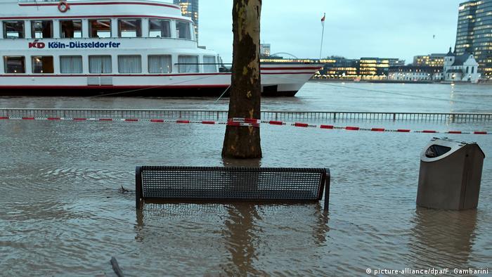 Deutschland Hochwasser am Rhein in Köln