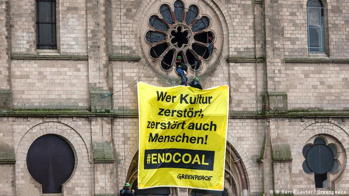 Deutschland Greenpeace Kohleprotest am Immerather Dom (© Bernd Lauter / Greenpeace)