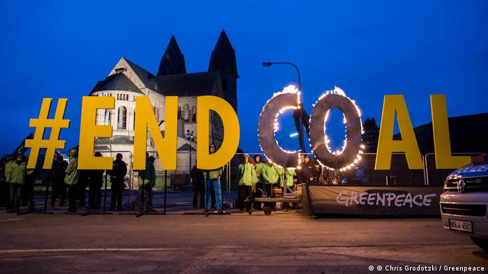 Deutschland Greenpeace Kohleprotest am Immerather Dom
