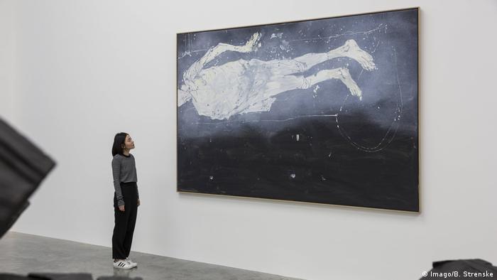 Ausstellung Wir fahren aus Georg Baselitz Offenes Tor (Imago/B. Strenske)