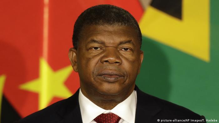 9c83948252 Presidente angolano visita França