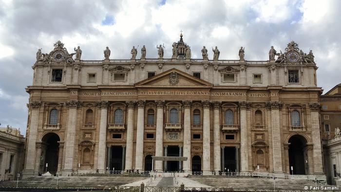 واتیکان دولتشهری مستقل است که در درون شهر رم در کشور ایتالیا جای دارد