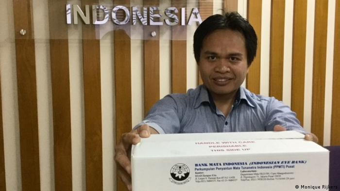 Indonesien Medizin Augen-Katarakt (Monique Rijkers)
