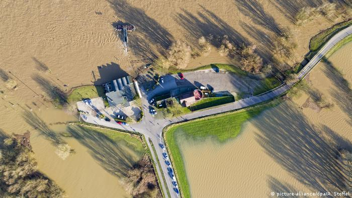 BdT Hochwasser in NRW (picture-alliance/dpa/A. Stoffel)