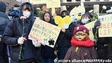 ©Kyodo/MAXPPP - 27/12/2017 ; People protest in front of the Japanese Embassy in Seoul on Dec. 27, 2017, near a statue symbolizing comfort women forced to work in Japanese wartime military brothels. (Kyodo) ==Kyodo Foto: MAXPPP  