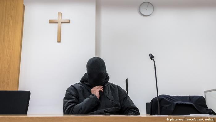 Former priest, on trial for sexually abusing minors, on trial in Germany (picture-alliance/dpa/A. Weigel)