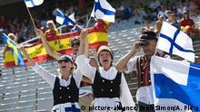 Fans aus Finnland in traditioneller Tracht schwenken Fahnen, Fan, Leichtathletik Europameisterschaft 2010 in Bracelona vom 27.07. - 01.08.2010 | Verwendung weltweit