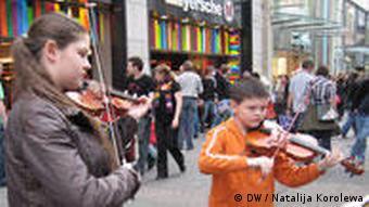 Strassenmusiker Kölner Schüler spielen auf der Strasse