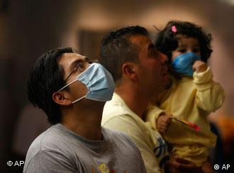 Мексиканците се штитат со маски за лице