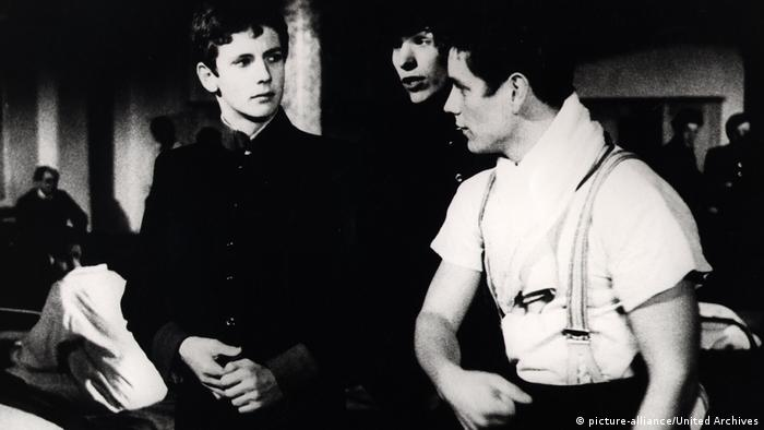 Young Törless, 1966, by Volker Schlöndorff. A film still with three male actors (picture-alliance/United Archives)