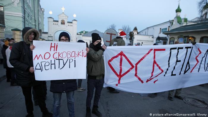 Своїми протестами демонстранти під Лаврою в Києві хочуть домогтися визнання УПЦ (МП) філією Російської православної церкви