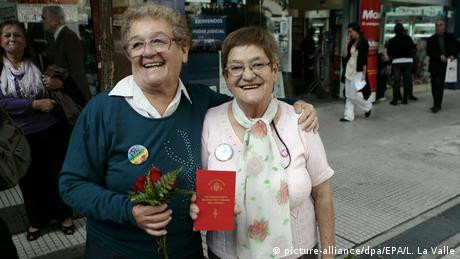 Argentinia's first same-sex marriage in Buenos Aires (picture-alliance/dpa/EPA/L. La Valle)