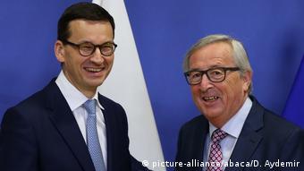 Матеуш Моравецкий и Жан-Клод Юнкер на встрече в Брюсселе