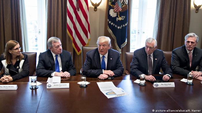 USA Donald Trump im Weißen Haus in Washington (picture-alliance/abaca/A. Harrer)