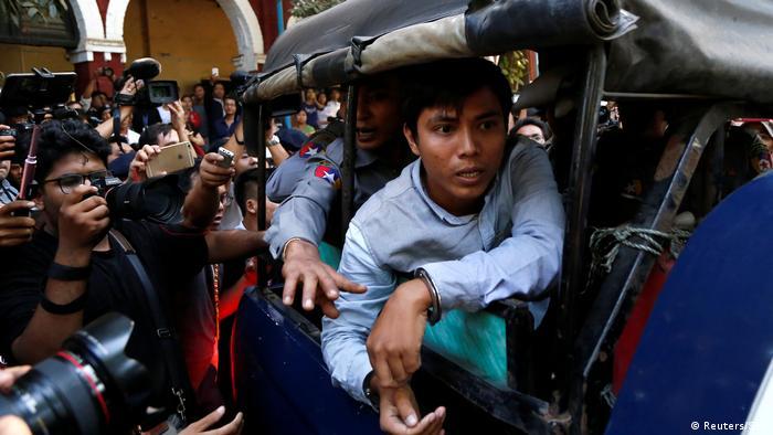 Myanmar Journalisten Wa Lone und Kyaw Soe Oo kommen zum Gerichtshof an (Reuters/STR)