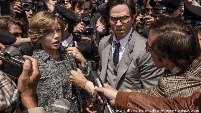 Filmstill - All The money in the world - Michelle Williams und Mark Wahlberg