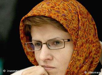 ژیلا بنییعقوب به سی سال محرومیت از فعالیت مطبوعاتی محکوم شده است