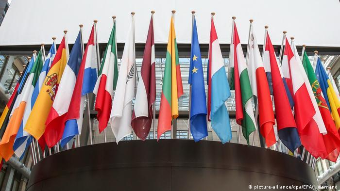 Flaggen der EU-Mitgliedsländer (picture-alliance/dpa/EPA/J. Warnand)