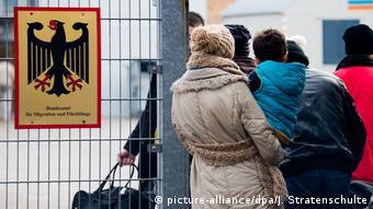 «Ανοιχτή πληγή της Ευρώπης« χαρακτηρίζει ο Ντ. Κασπάρι (CDU) την προστασία των εξωτερικών συνόρων και τη μετανάστευση.