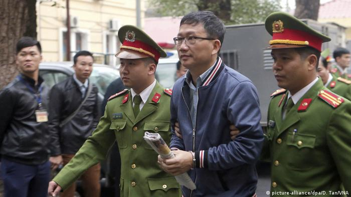 Trinh Xuan Thanh being taken to a court in Hanoi