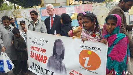 Protest in Karachi nach der Ermordung der siebenjährigen Zainab (Faria Sahar)