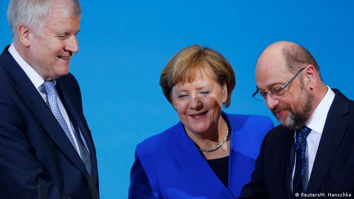 Deutschland PK Sondierungsgespräche in Berlin Merkel Seehofer und Schulz (Reuters/H. Hanschke)
