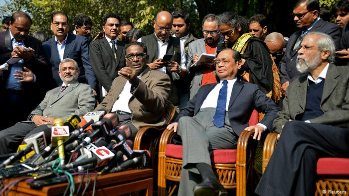 Four judges of the Indian Supreme Court addressing the press in January 2018
