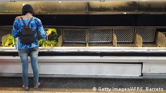 Venezuela leere Kühlregale im Supermarkt